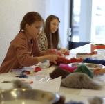 """Šeimų ir jaunimo kūrybinis veltinio užsiėmimas """"Monstrų dirbtuvėlės"""""""