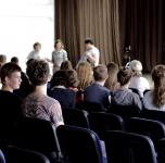 """Susitikimas du """"Varpo"""" gimnazijos devintokais"""